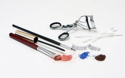Как сэкономить время и деньги на макияже