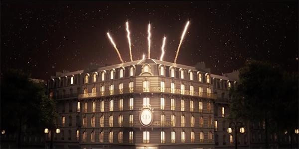 Волшебный новогодний вид бутика Dior в Париже