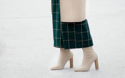 Как носить брюки с сапогами: удачные идеи