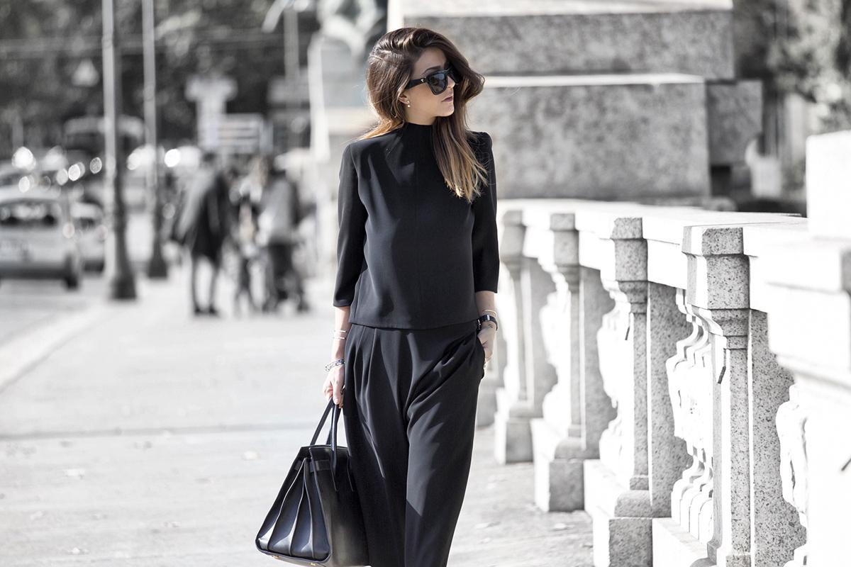 Как носить черное и не выглядеть скучно?