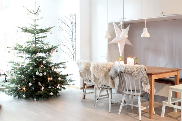 Scandinavian-Christmas-Decorating-Ideas-01-1-Kindesign