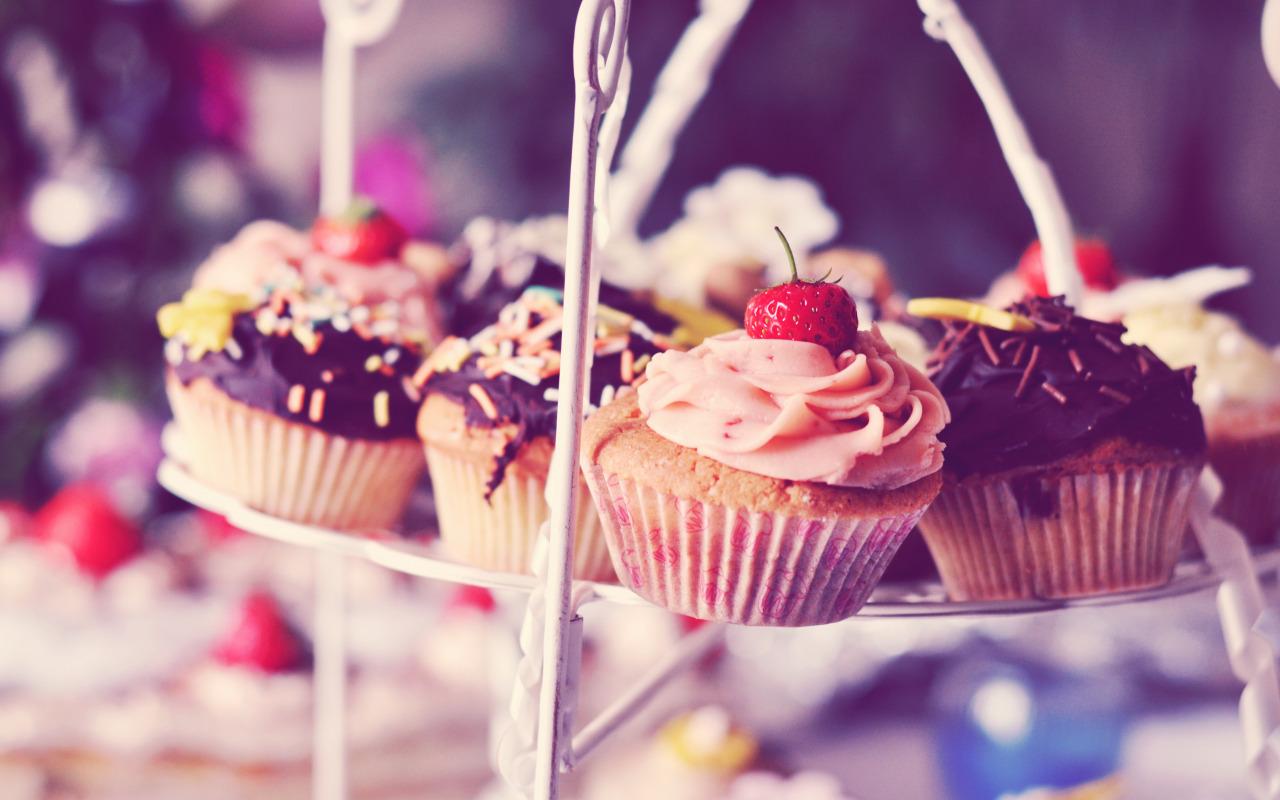 Причины тяги к сладкому, чего не хватает в организме?