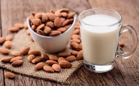 Новый способ похудения: миндальное молоко