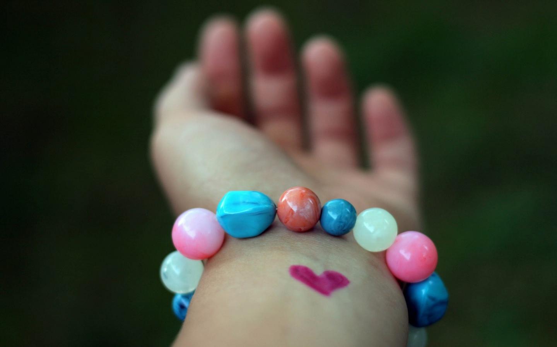 cute-bracelet-wallpaper-43233-44265-hd-wallpapers