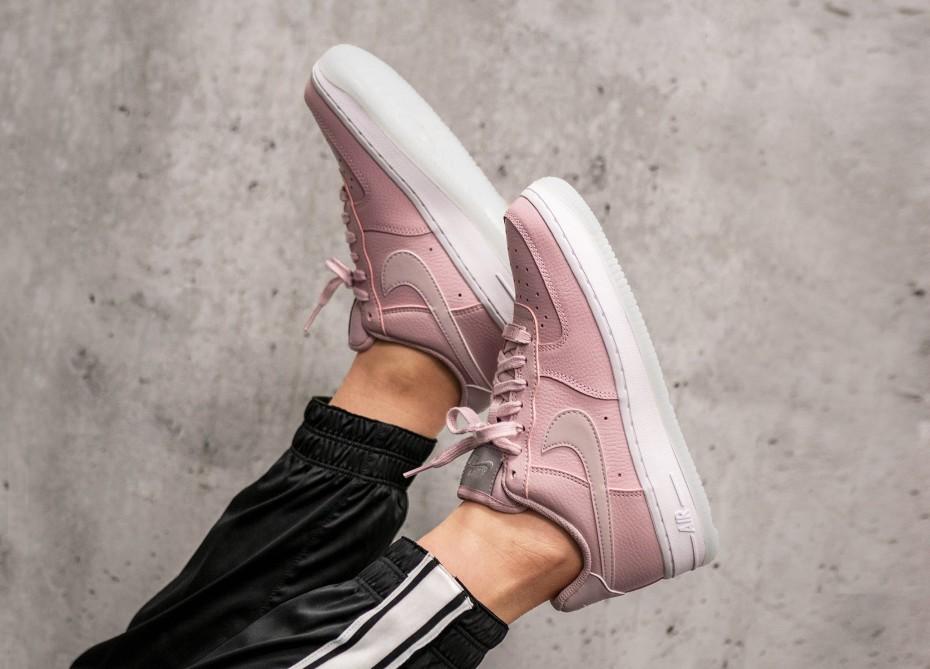 Трендовый розовый: Nike Air Force Premium Pink
