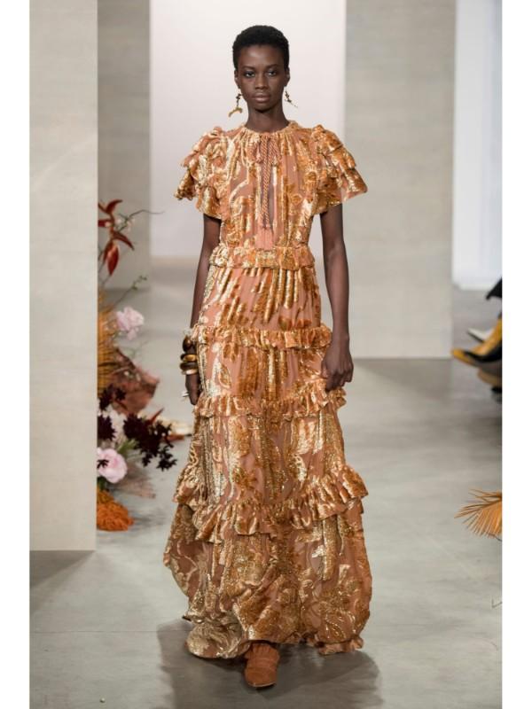 Золотой цвет в одежде: как правильно составить стильный образ