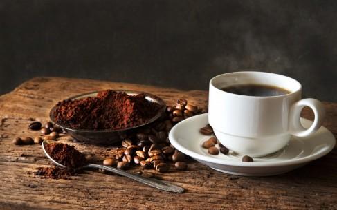 Чем полезна косметика с добавлением кофе?