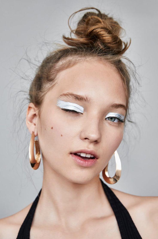 Белый лайнер: модные идеи макияжа