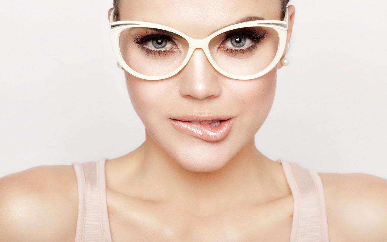 glasses-eyes-lips-kareem