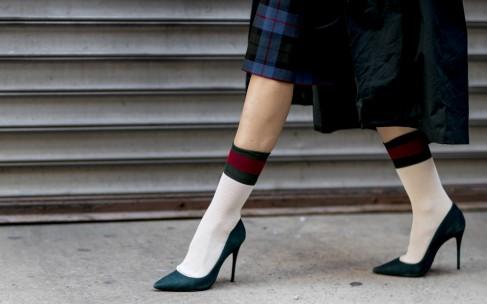 Как носить носки с туфлями и босоножками?