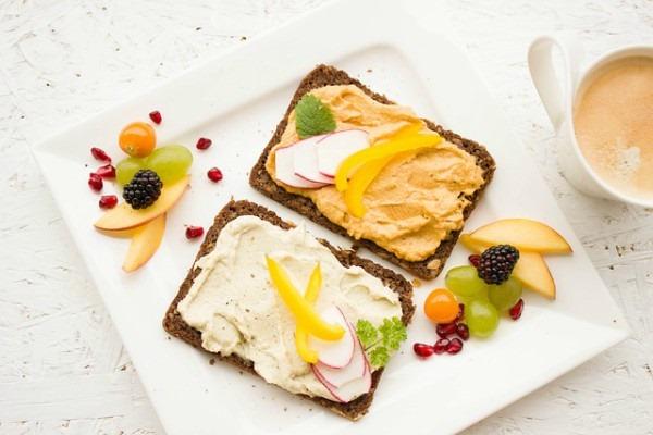 Вся правда о завтраках: полезно ли есть утром?