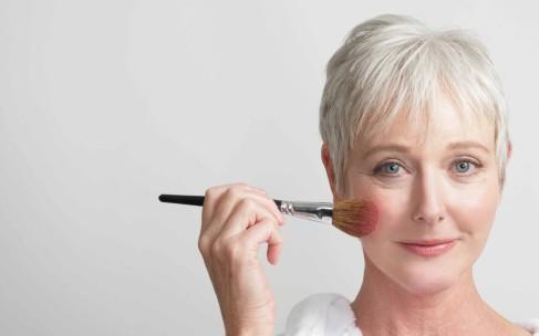 Хитрости омолаживающего макияжа