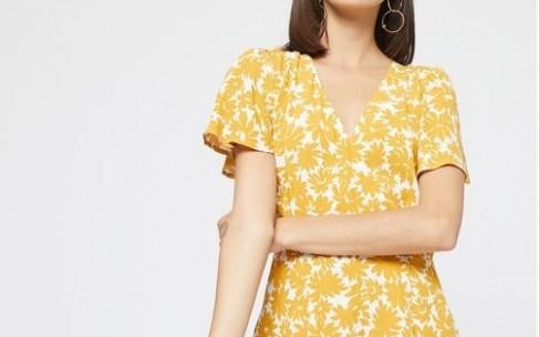 Белье и купальники лимонного и оранжевого цветов