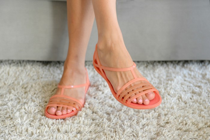 Яркие босоножки — обувь большого города
