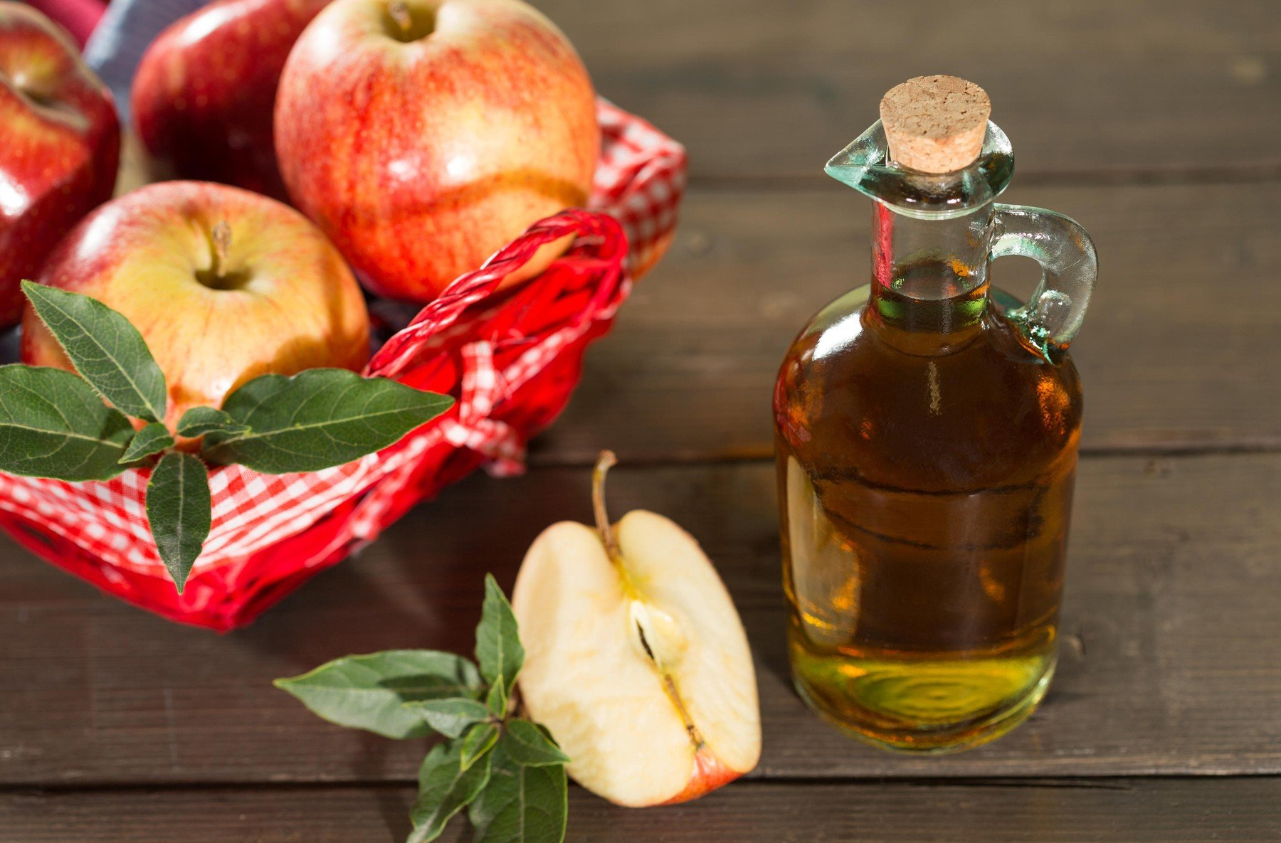 Apple cider vinegar with a fresh apple, Image: 237715448, License: Royalty-free, Restrictions: , Model Release: no, Credit line: Profimedia, Alamy