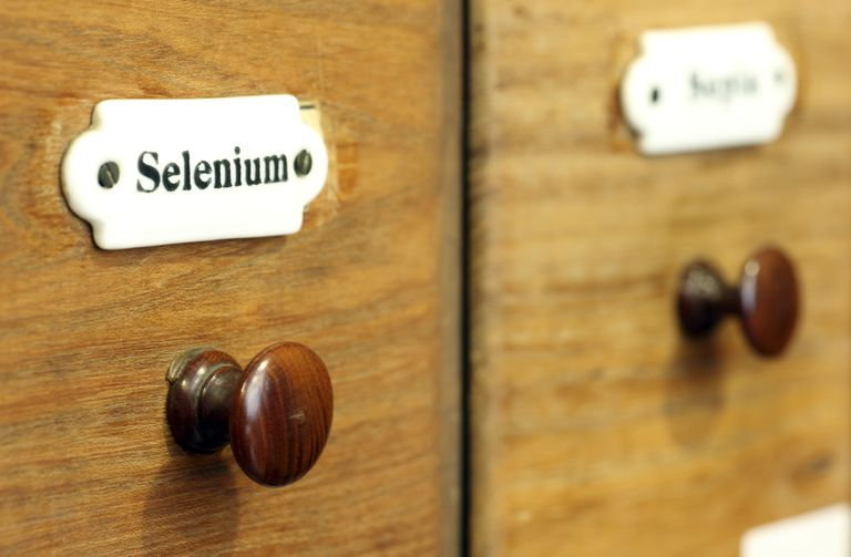 a-wooden-drawer-in-pharmacy-containing-the-chemical-element-selenium-492641687-5c01aa25c9e77c00016a5552
