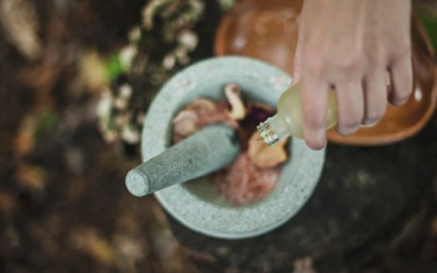 Вред и польза оливкового масла: правильное использование в косметике