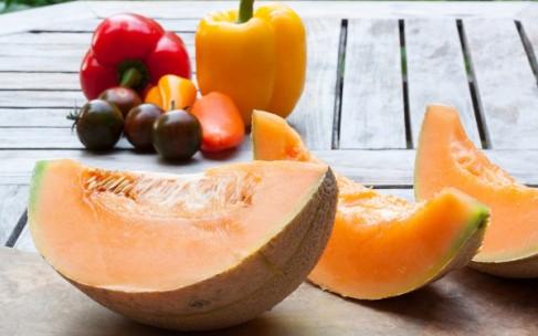 Маски из дыни: рецепты по уходу за кожей