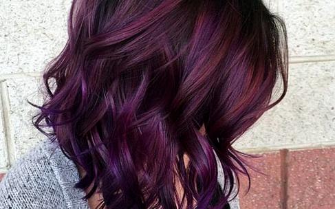 Тренд осени: волосы с оттенком ежевики