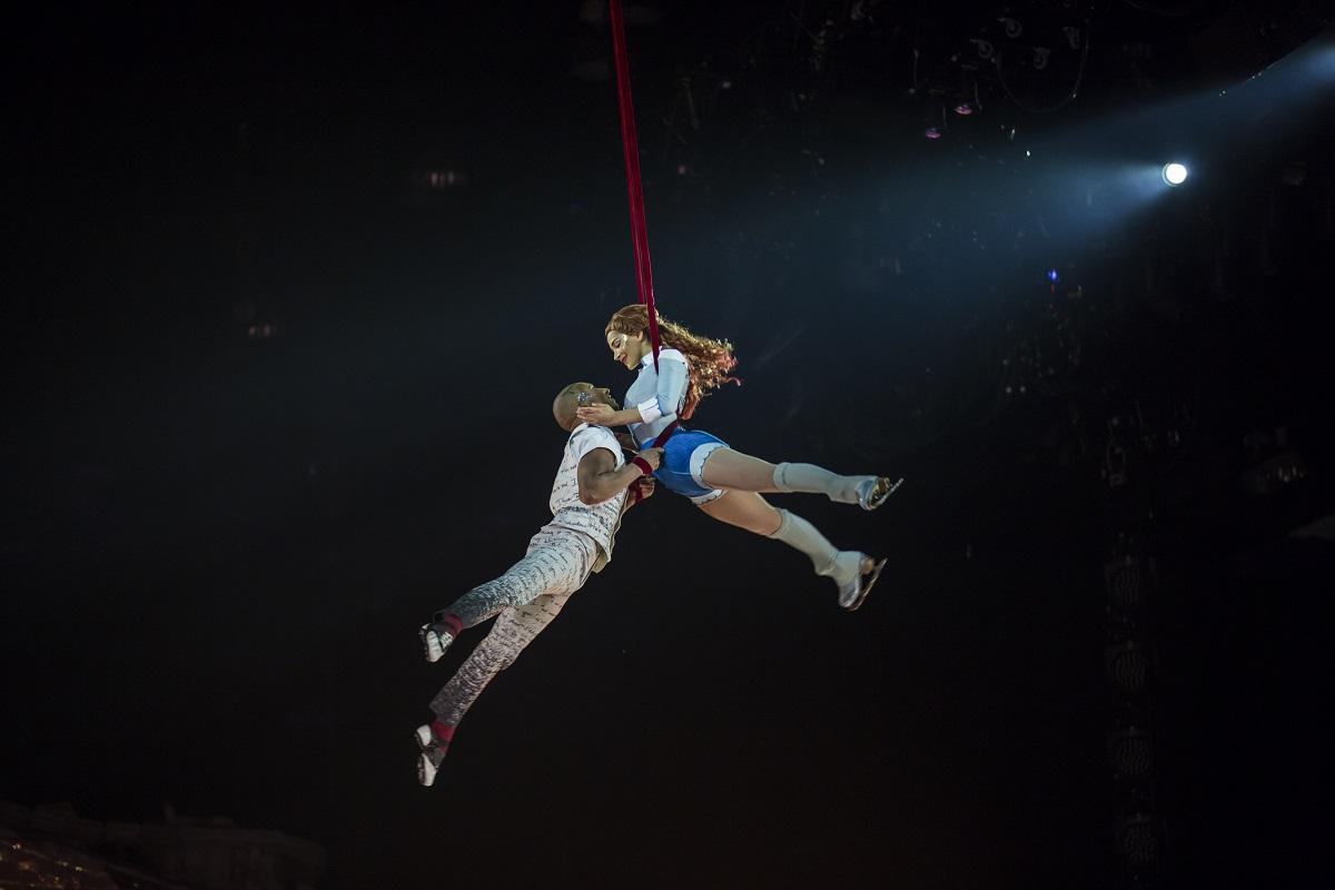 Cirquedusoleil_CRYSTAL_Ball-room-Aerial-Straps-2