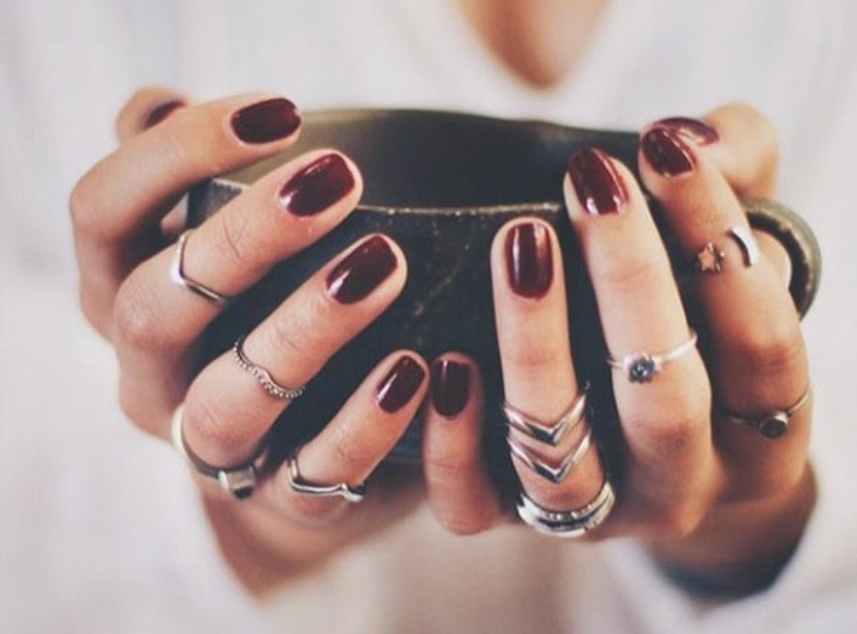 Pogledajte-7-lakova-za-nokte-u-raskosnim-i-zagasitim-bojama-koje-cemo-obozavati-ove-jeseni