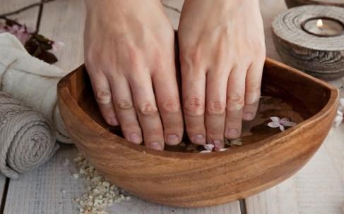 Почему ломаются ногти?