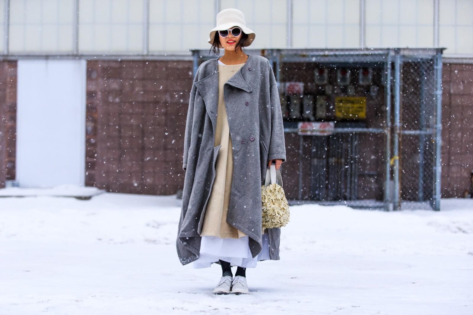 atmosphere details, AUTUMN WINTER 2015-2016, AW 15-16, beige dress, FALL WINTER 2015-2016, fashion week, full length, FW, FW 15-16, grey coat, horizontal, maxi coat, maxi dress, NEW YORK, NYFW, oversize coat, oversize dress, street style, white brogues, white handbag, white hat, white sunglasses, woman, wool coat