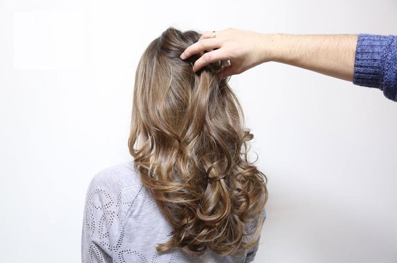 Светлые пряди на темных волосах: все техники - Мода