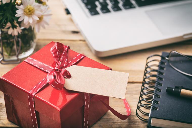Что подарить коллегам на Новый год 2020: недорого и просто