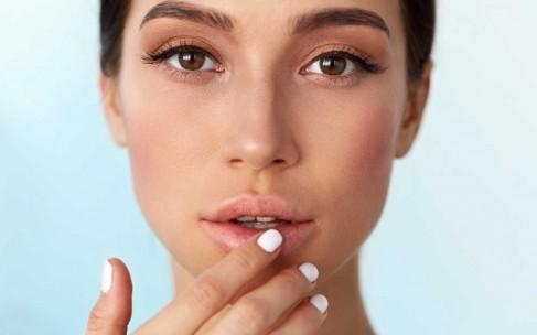 Как вылечить сухие губы в домашних условиях?