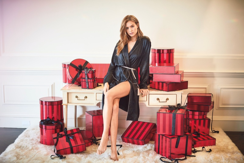 Victorias-Secret-Holiday-2019-Campaign17