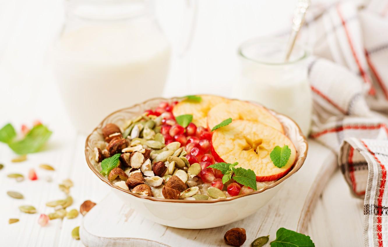 iogurt-ovsianka-frukty-orekhi-granat