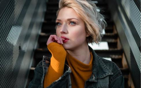 Модные стрижки и прически зимы