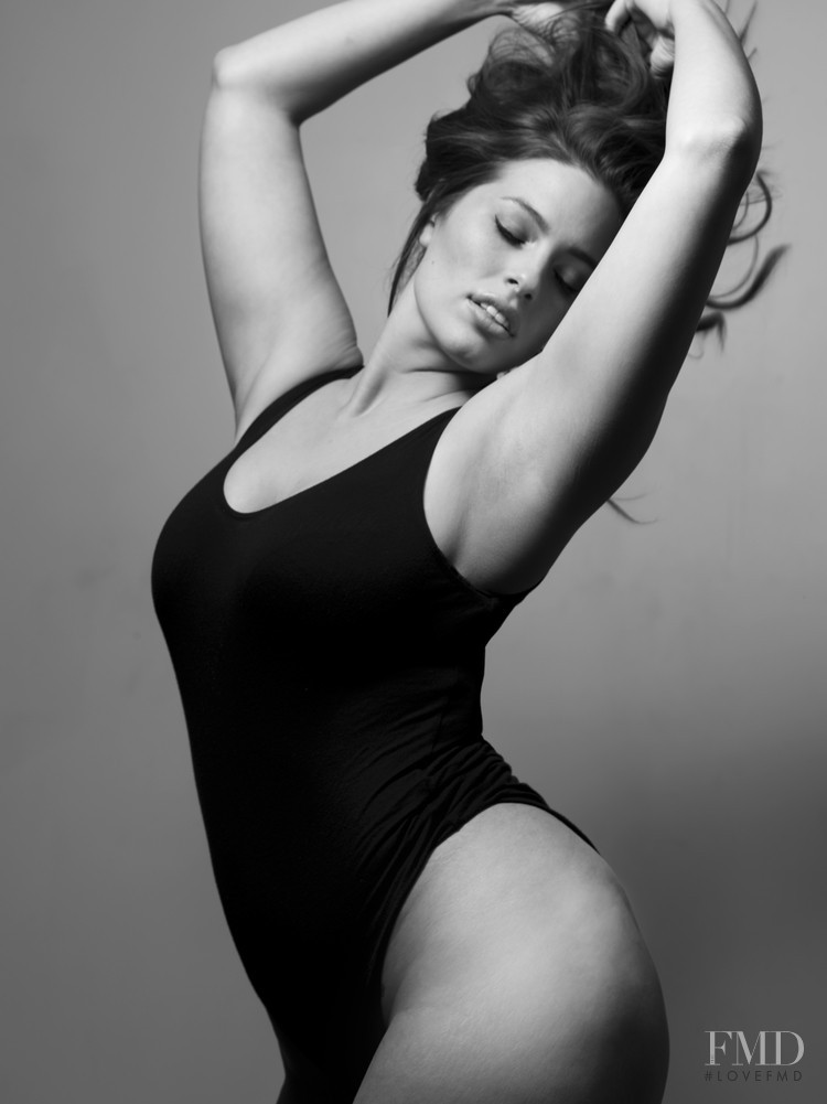000000565326-ashley_graham-fit