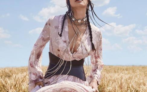 Как носить широкий пояс: модные советы