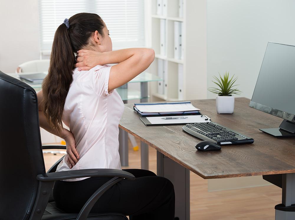 bolovi-usled-rada-na-racunaru-zasto-nastaju-i-kako-ih-leciti