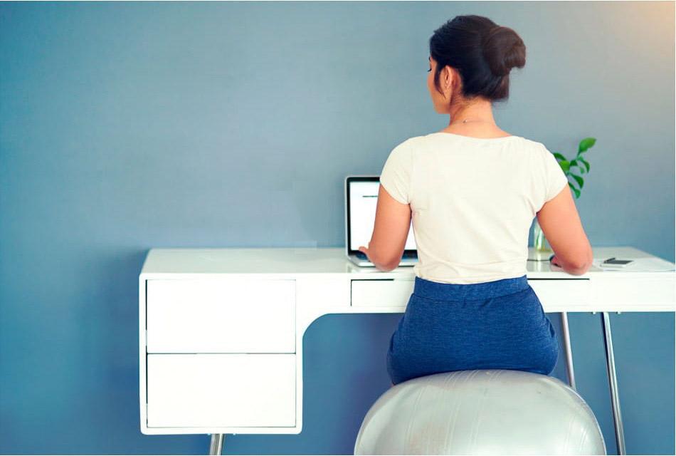 Фитнес за рабочим столом: эффективные упражнения