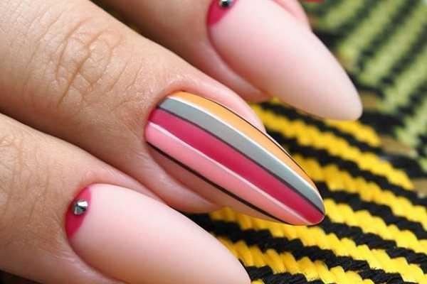 striped-nail-art-prugasti-manikir-koji-mozete-isprobate-sada (6)