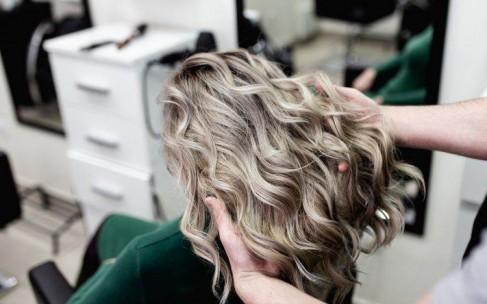 В какой цвет покрасить волосы: повторите сами!
