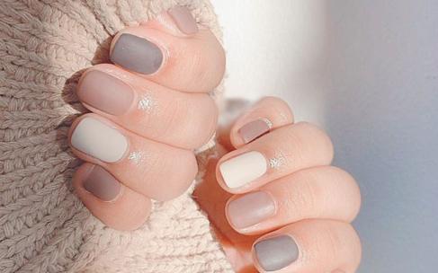 Маникюр Toffee nails – тренд весны