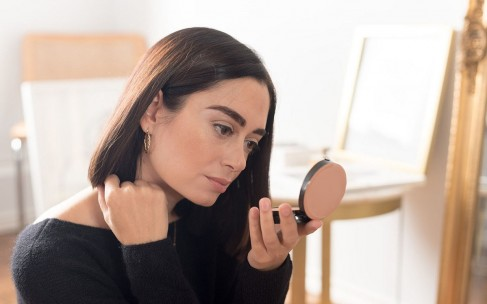 Лучшие пудры для фиксации макияжа: выберите вашу!