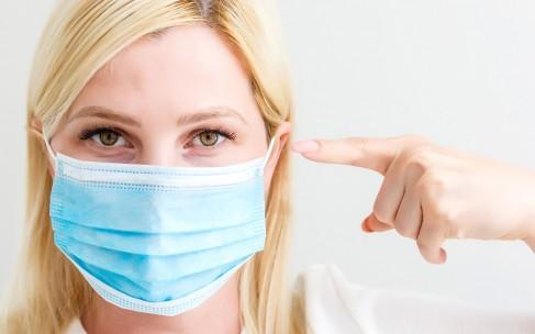 Как ухаживать за лицом, когда вы носите защитную маску?