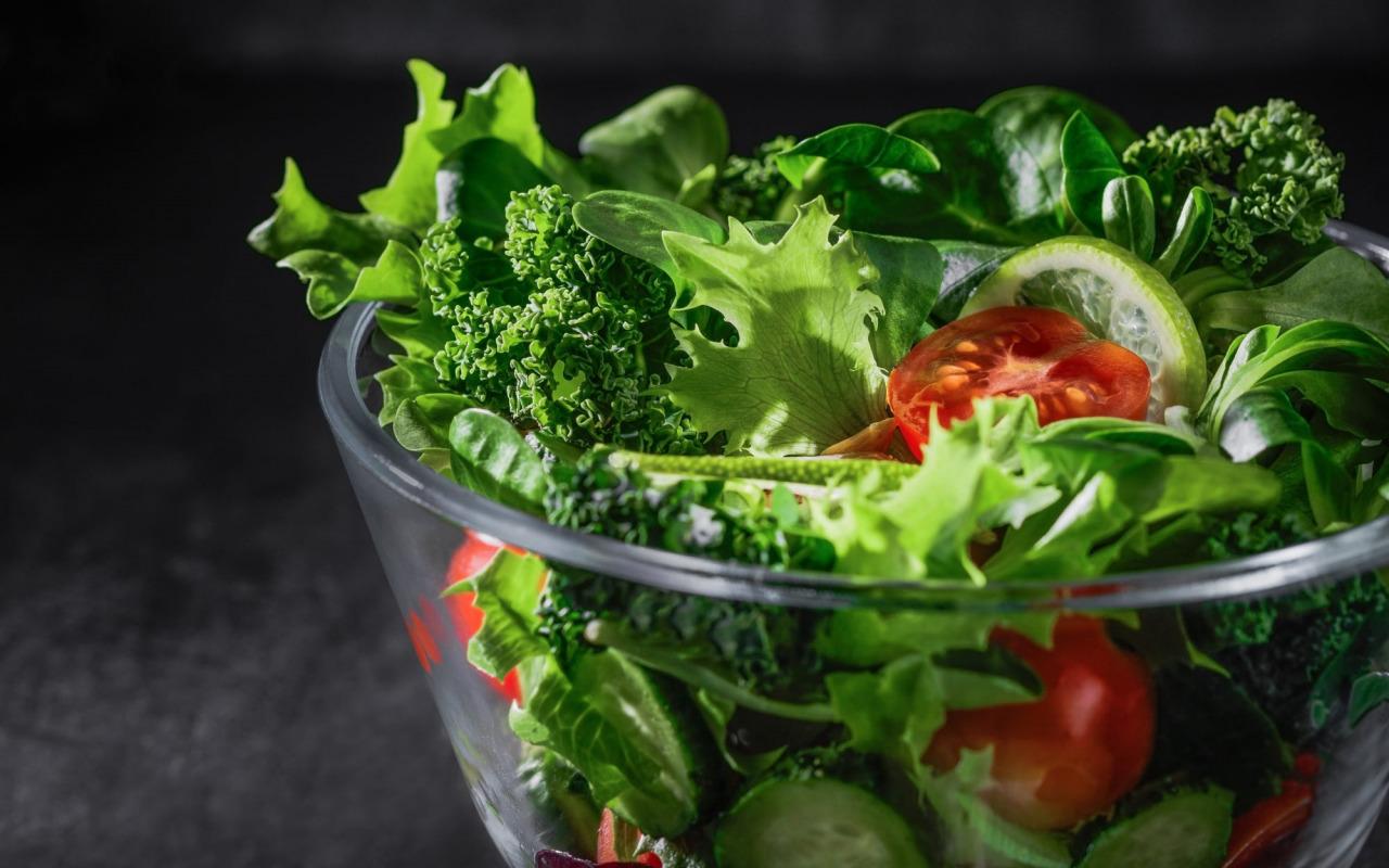 salat-zelen-pomidory