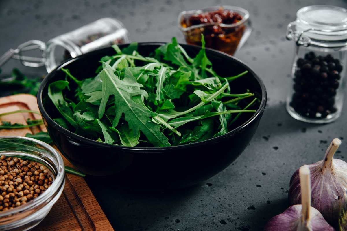 Простые и вкусные салаты с рукколой за 10 минут