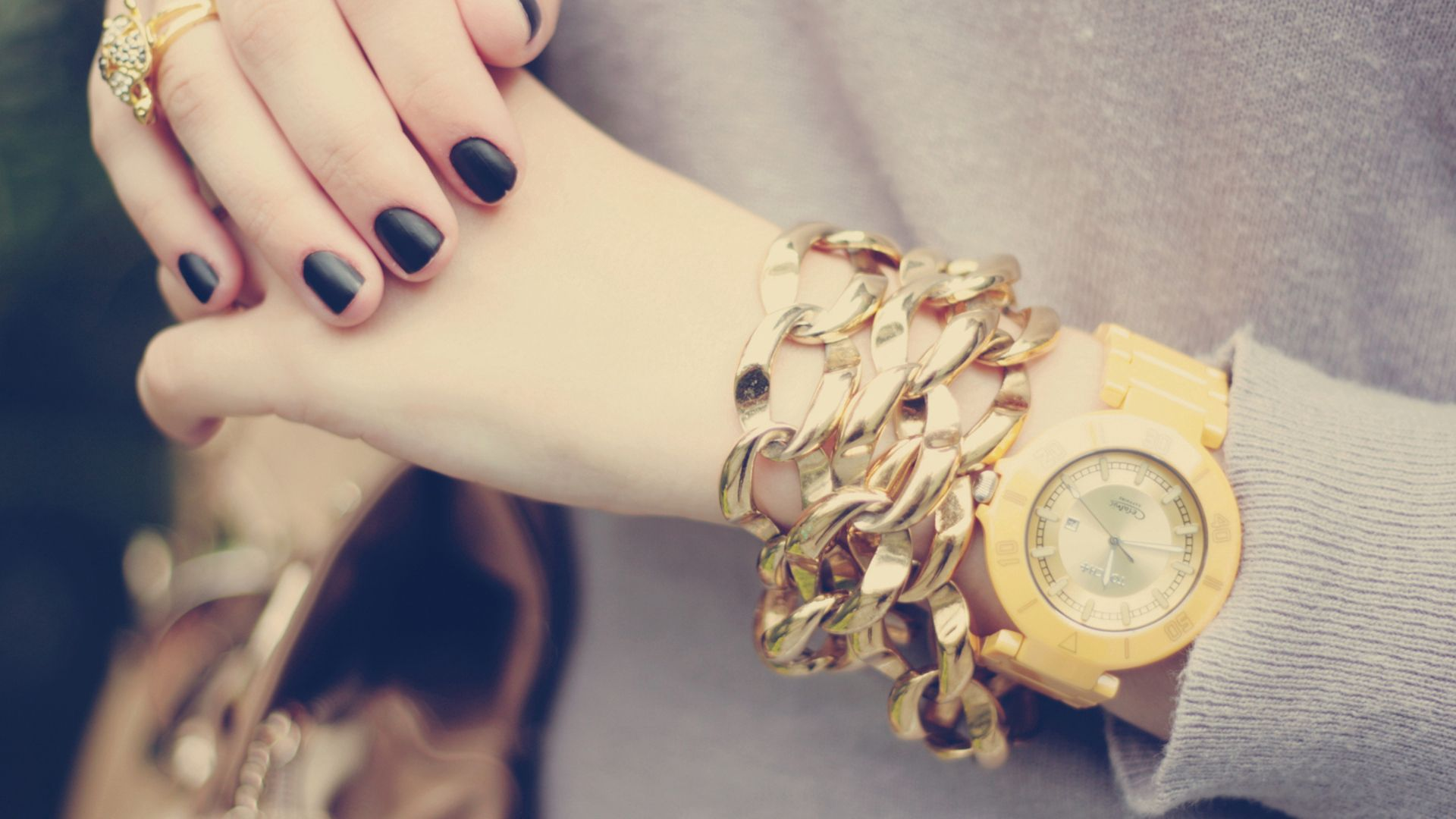 hands_watches_jewelry_manicure_girl_67504_1920x1080
