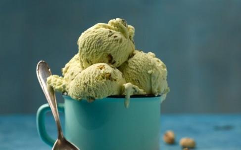 Сливочное фисташковое мороженое