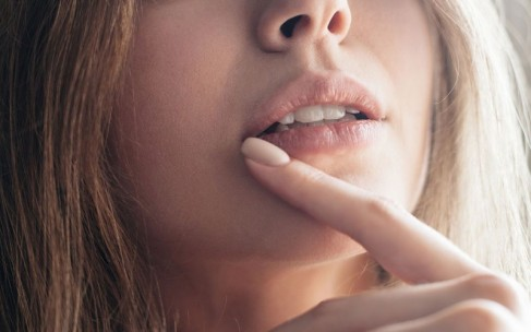 Пухлые губы без косметолога: домашний пилинг