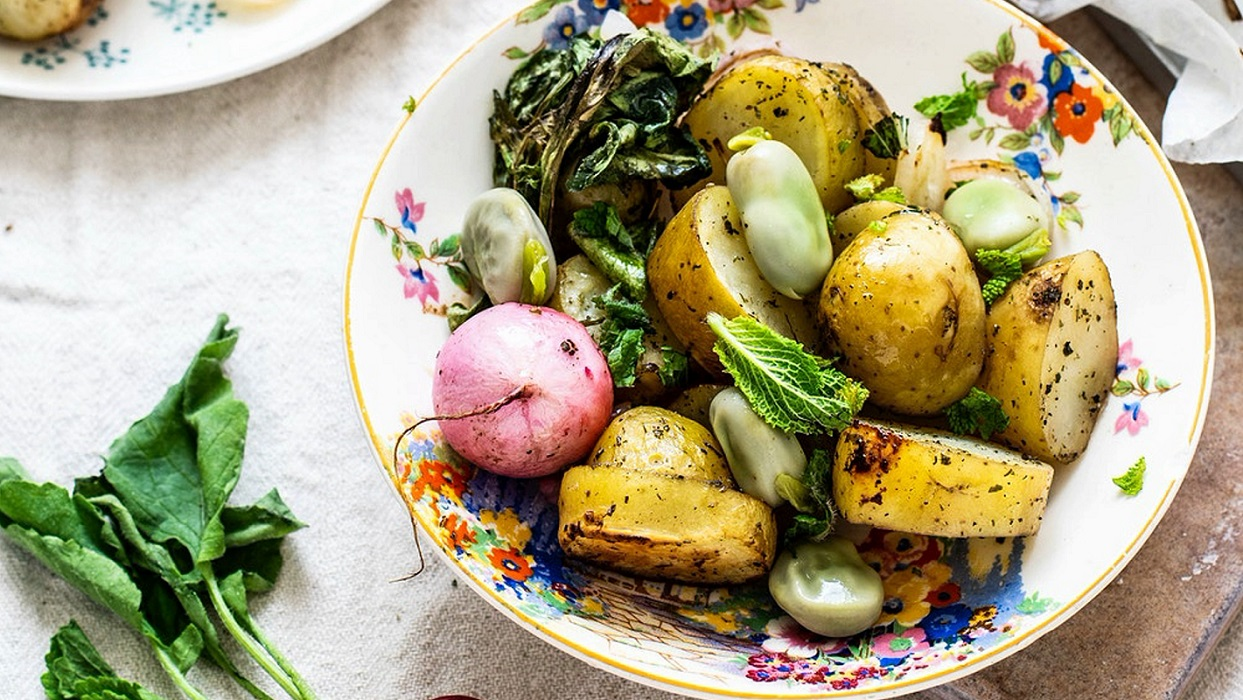 pf-monikagrabkowska9-baked-vegetable-salad-with-cooked-broad-bean-7-jj