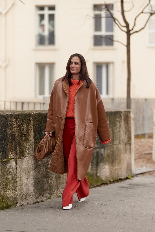 Paris-Street-Style-crvena-boja-jesen-2020.-5