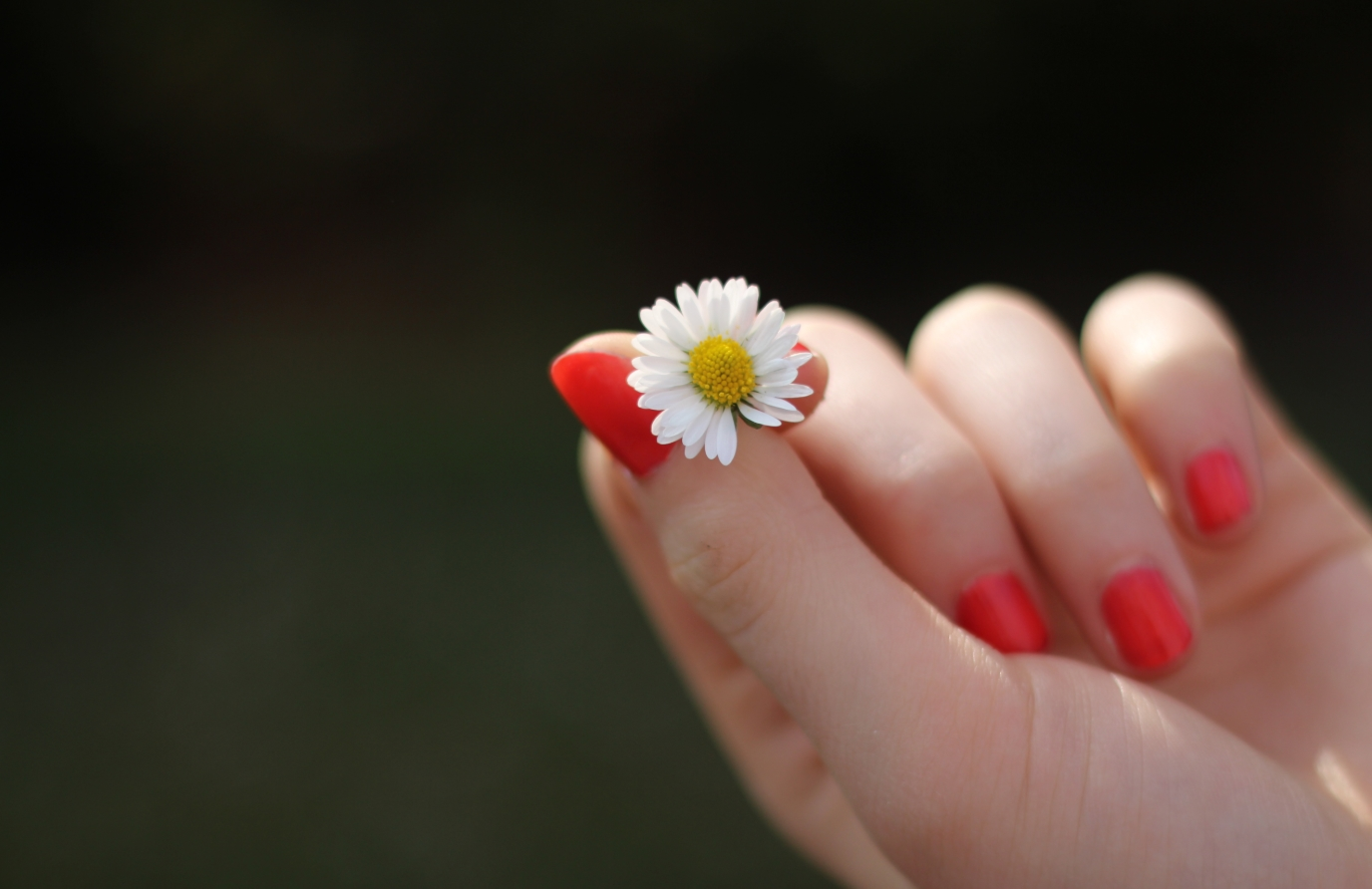 Простой способ отбелить желтые ногти